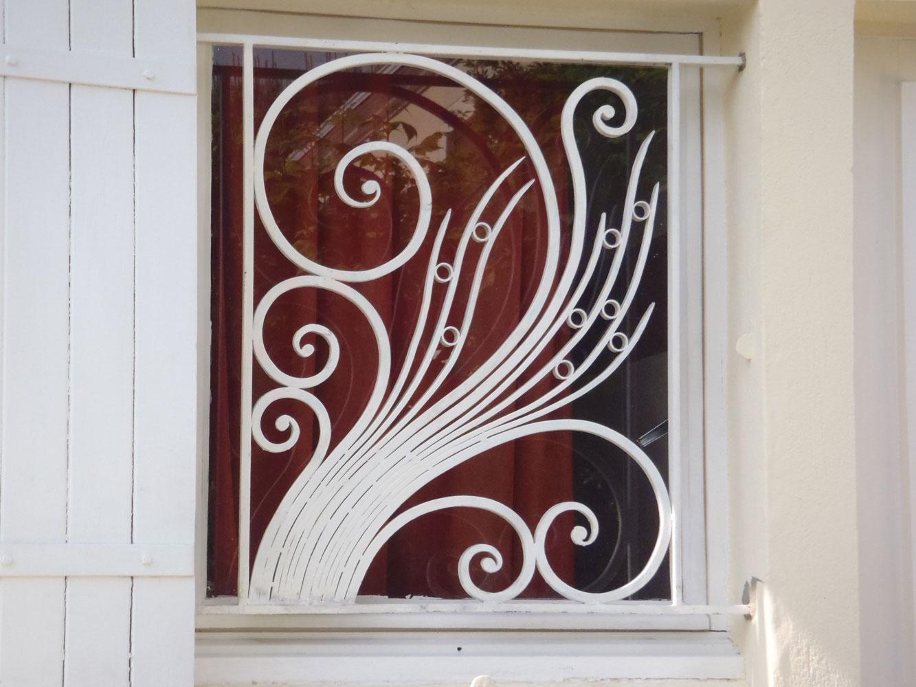 Ferronnerie d 39 art atelier fer emeraude bordeaux portail for Ferronnerie fenetre